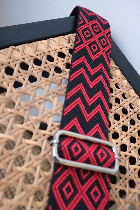 Bandoulière à motif zigzag noir / rouge