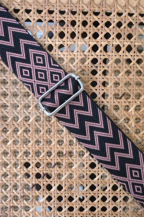 Bandoulière à motif zigzag noir et vieux rose