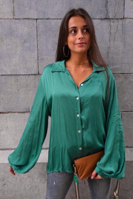 Chemise verte satinée vue de face