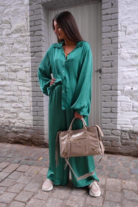 Pantalon palazzo vert satiné avant
