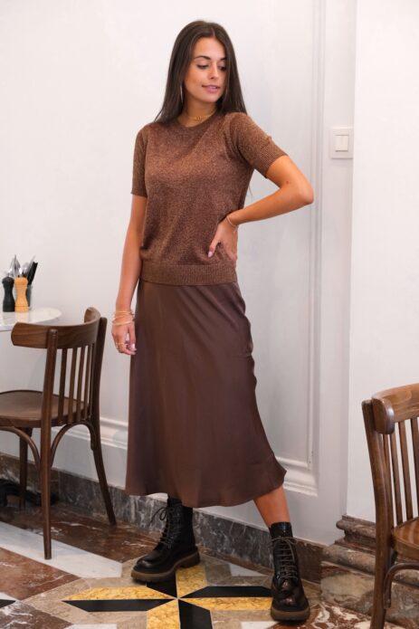 T-shirt pailleté lurex marron avec jupe midi marron satinée