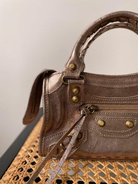 Mini sac Gaga cuir bronze détails