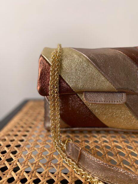 Sac métallisé couleur chocolat bronze et doré avec chaîne dorée détails