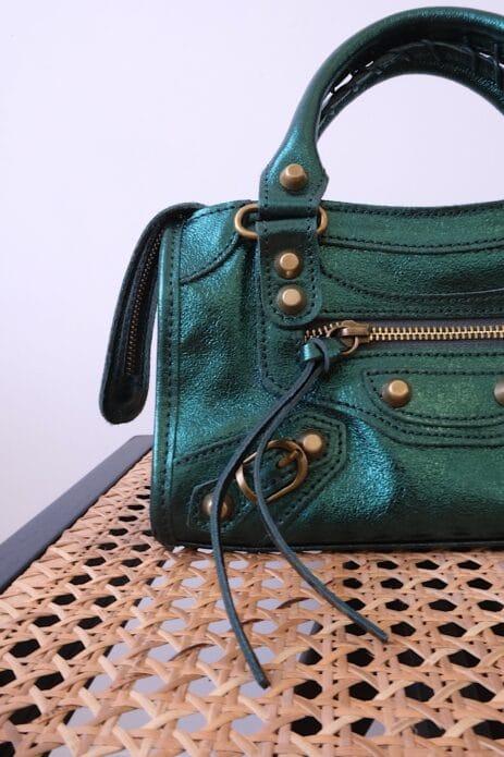 Mini Gaga cuir métallisé vert détails